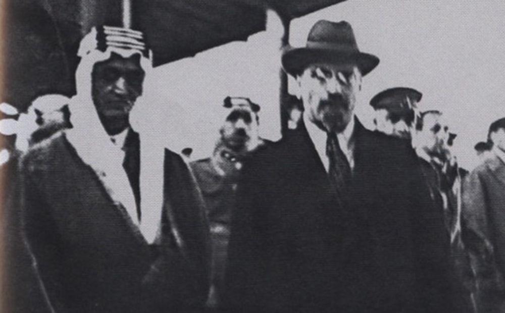 صورة لوزير الخارجية السوفيتي ليف كاراخان مع الأمير فيصل