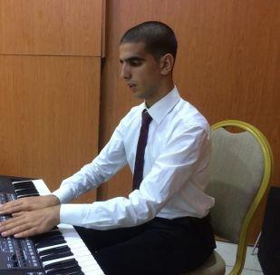 أسامة قصارة عازف أورغ تونسي ضرير تحدى إعاقته بالفن