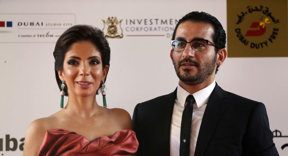 أحمد حلمي مع زوجته منى زكي