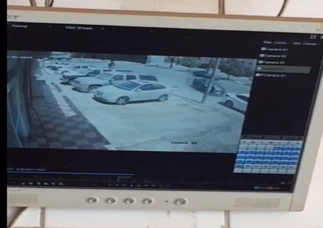 حادث مروع لسيارة تدهس شخصا في الرياض
