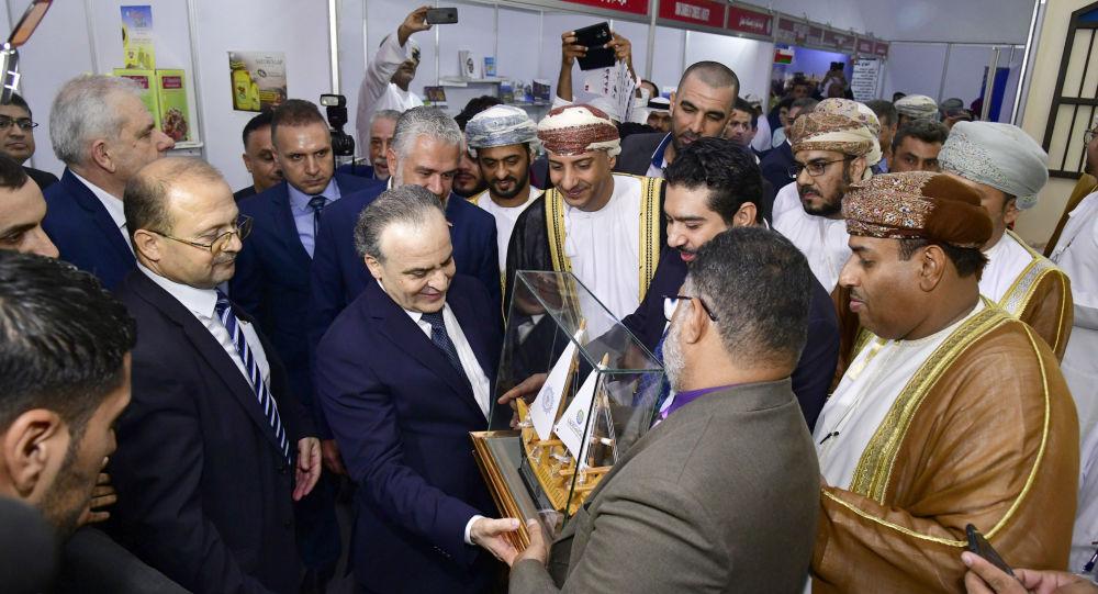 وفود من الإمارات وسلطنة عمان في معرض دمشق مع رئيس الوزراء السوري المهندس عماد خميس