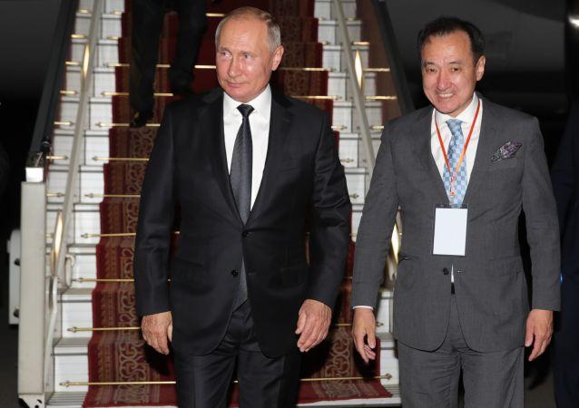 الرئيس الروسي فلادمير بوتين يصل منغوليا