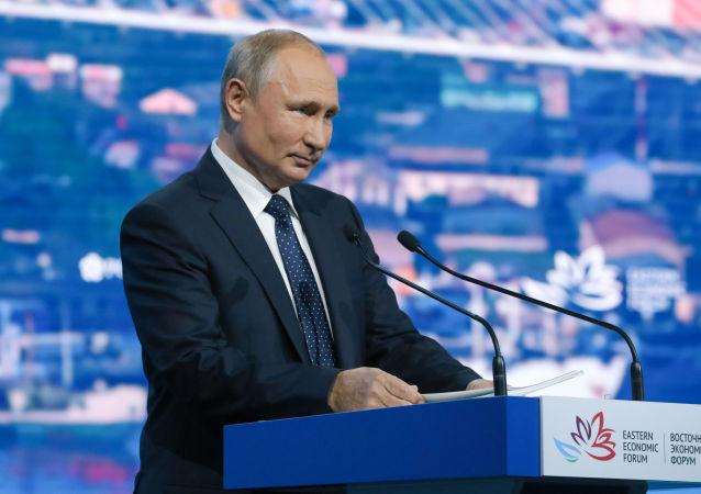 الرئيس الروسي، فلاديمير بوتين خلال كلمته أمام المؤتمر الاقتصادي الشرقي