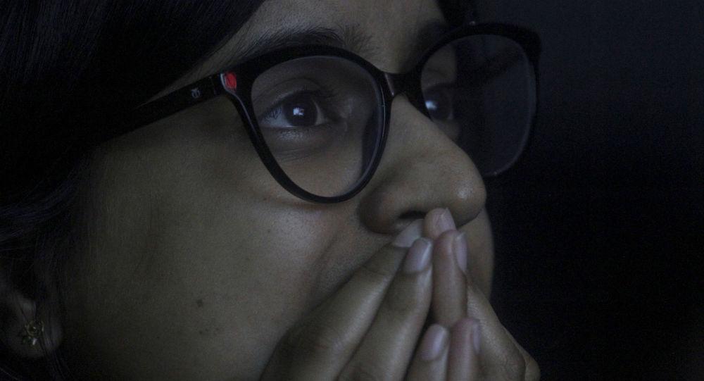 طالبة هندية في معهد تعليمي في مومباي تتابع بتأثر البث المباشر لهبوط تشانداريان-2، 7 سبتمبر/أيلول 2019