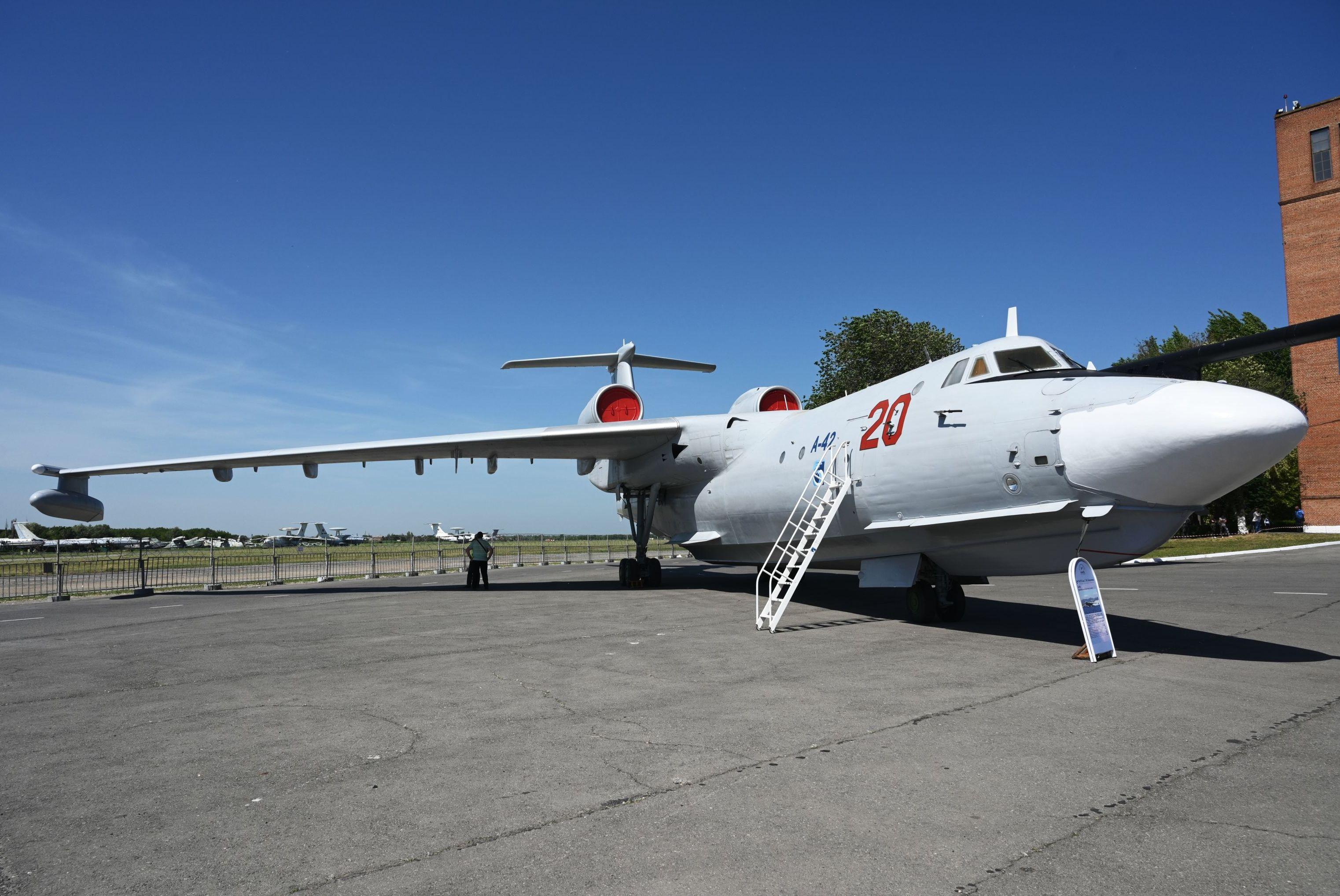 طائرة برمائية أ-42