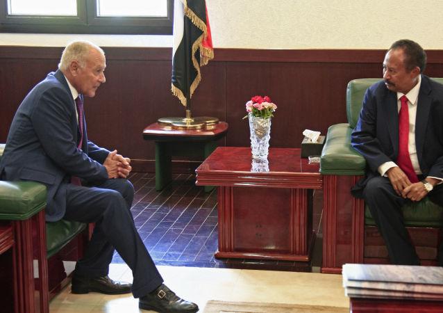 رئيس الوزراء السوداني عبد الله حمدوك ووزير الخارجية المصري أحمد أبو الغيط، الخرطوم 17 سبتمبر 2019