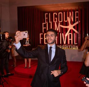 الممثل الكندي العالمي من أصول مصرية مينا مسعود في حفل افتتاح مهرجان الجونة السينمائي، 19 سبتمبر/أيلول 2019