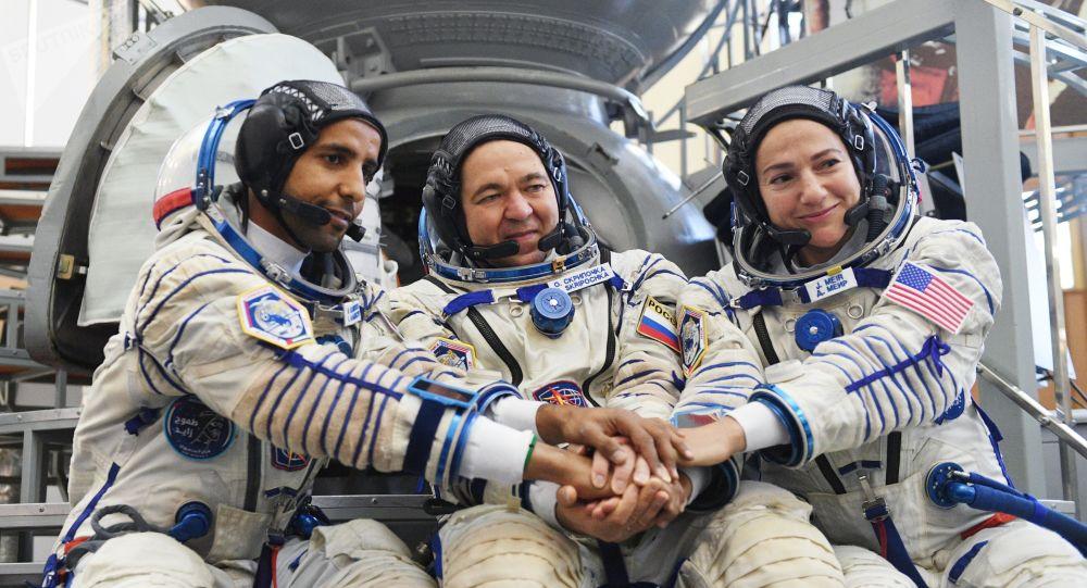 هزاع المنصوري، أول رائد فضاء إماراتي، سافر إلى الفضاء 25 سبتمبر/ أيلول، إلى محطة الفضاء الدولية