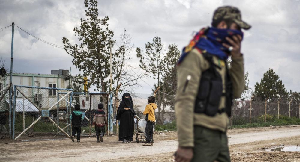 عنصر من قوات سوريا الديمقراطية (قسد) في الحسكة