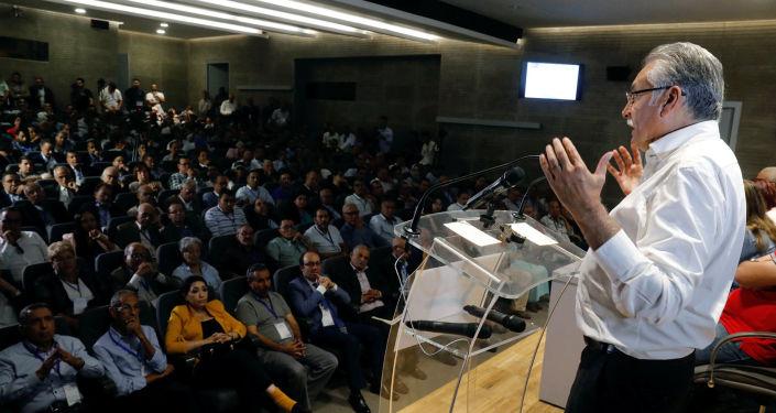 نبيل بن عبد الله، الأمين العام لحزب التقدم والاشتراكية، يتحدث خلال اجتماع اللجنة المركزية للحزب في الرباط