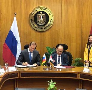 وزيرا التجارة المصري والروسي يوقعان اتفاقيات تعاون