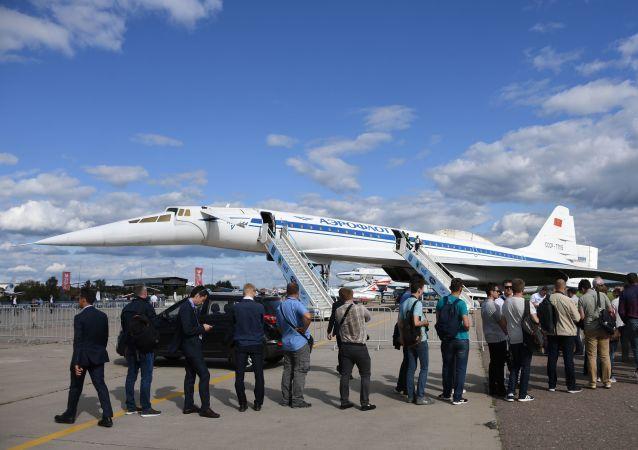 طائرة تو 144