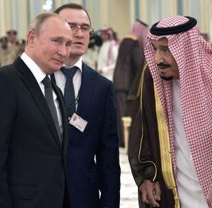 العاهل السعودي الملك سلمان بن عبد العزيز آل سعود مع الرئيس الروسي فلاديمير بوتين، الرياض، 14 أكتوبر/تشرين الأول 2019