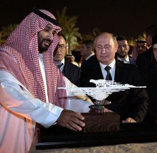 الرئيس الروسي فلاديمير بوتين مع ولي العهد السعودي الأمير محمد بن سلمان