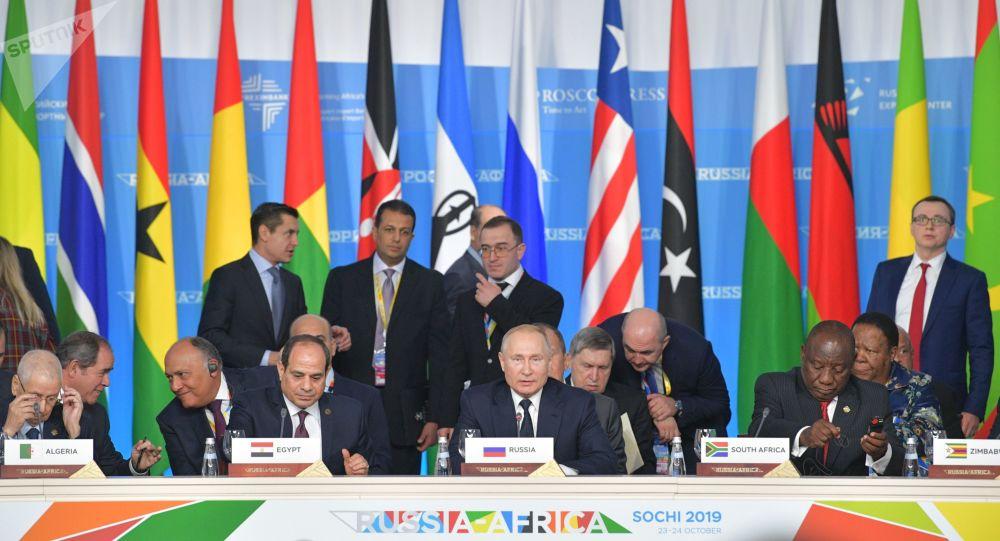 البرهان يطلع على اتفاقيات الاستثمار الموقعة بين ولاية نهر النيل والحكومة الروسية