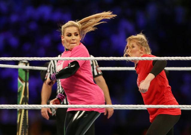 المصارعتان الأمريكيتان ناتاليا ولايسي إيفانز في مهرجان كراون جول في الرياض، السعودية، 31 أكتوبر/تشرين الأول 2019
