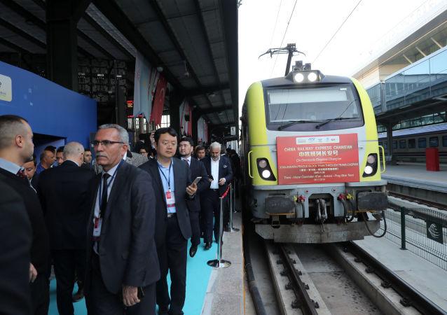 تركيا تستقبل أول قطار بضائع يسافر من الصين إلى أوروبا
