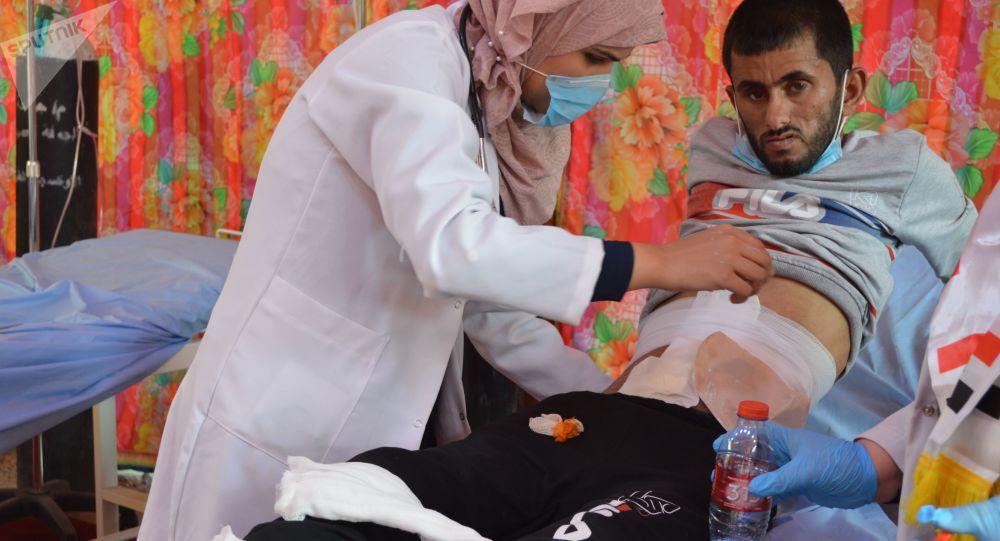 مصارعة الموت لإنقاذ المتظاهرين العراقيين من الرصاص والقنابل