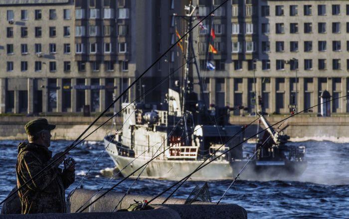 البحرية الروسية  تحتفل بالذكرى 324 وتحصل على 37 سفينة وغواصة