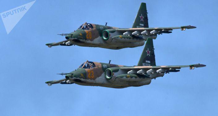 "هبوط ""سو-25"" في مطار ترابي…فيديو"