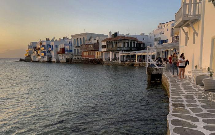 """سكان جزيرة يونانية يكشفون سر """"العمر الطويل"""""""