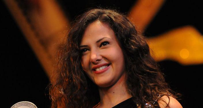 دنيا سمير غانم تشعل تويتر بانضمامها إلى نادي يوفنتوس