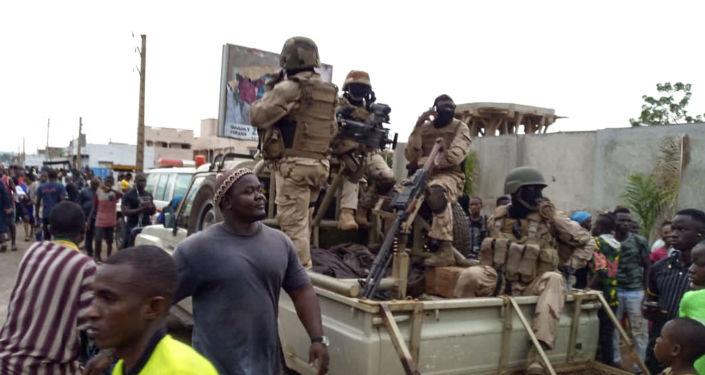 إصابة ستة جنود فرنسيين في مالي بعد استهدافهم بسيارة انتحارية مفخخة