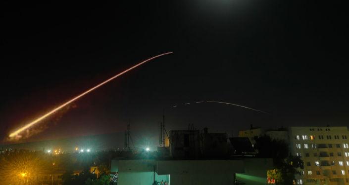 الدفاعات الجوية السورية تتصدى لأهداف معادية بريف دمشق الجنوبي