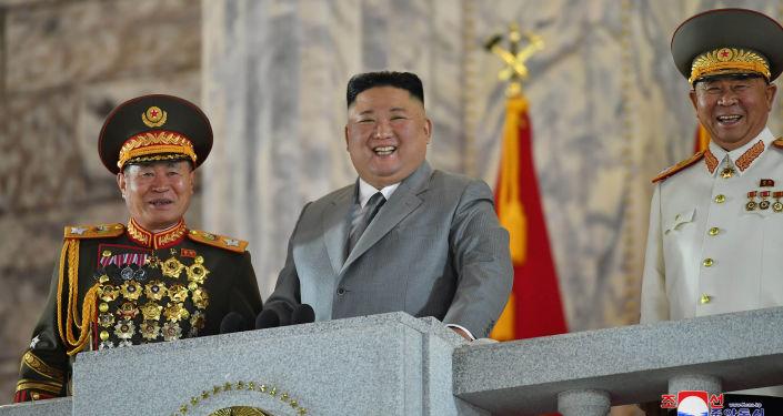 كيم جونغ أون يعلن جاهزية بلاده للتزود بغواصة نووية