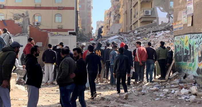 مصر... انهيار عقار مأهول بالسكان في الإسكندرية