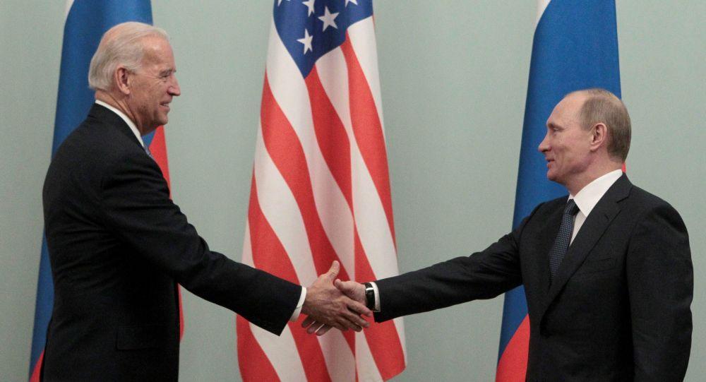 زاخاروفا: الخارجية الروسية تقوم بدورها بشأن التحضير للقاء بوتين وبايدن