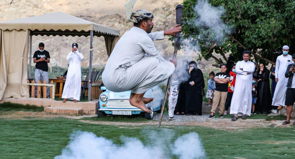 رقصة شعبية تتسبب في إصابة 7 أشخاص في السعودية