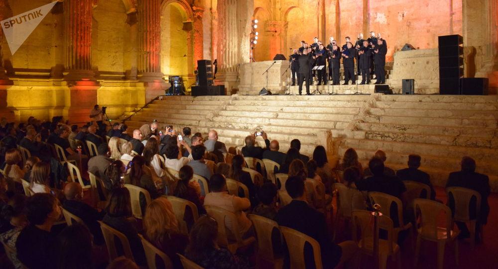 الموسيقى الكلاسيكية الروسية تصدح في قلعة بعلبك الأثرية... صور
