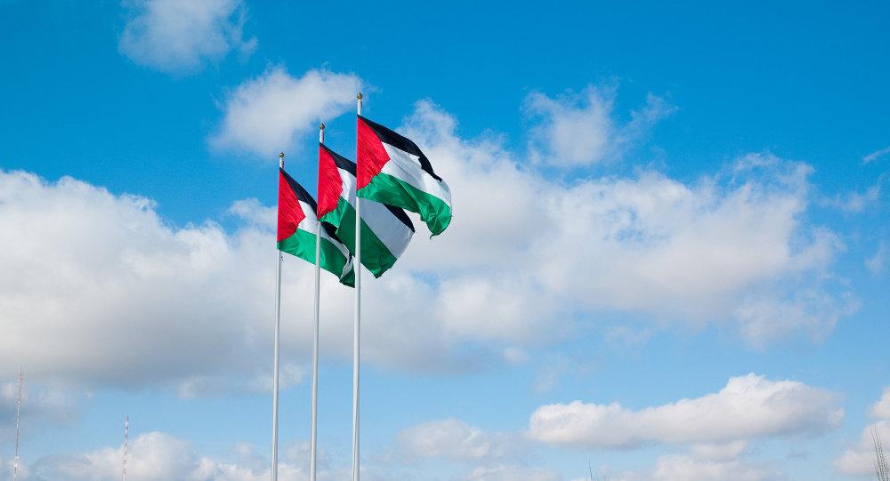 أعلام فلسطينية ترفرف