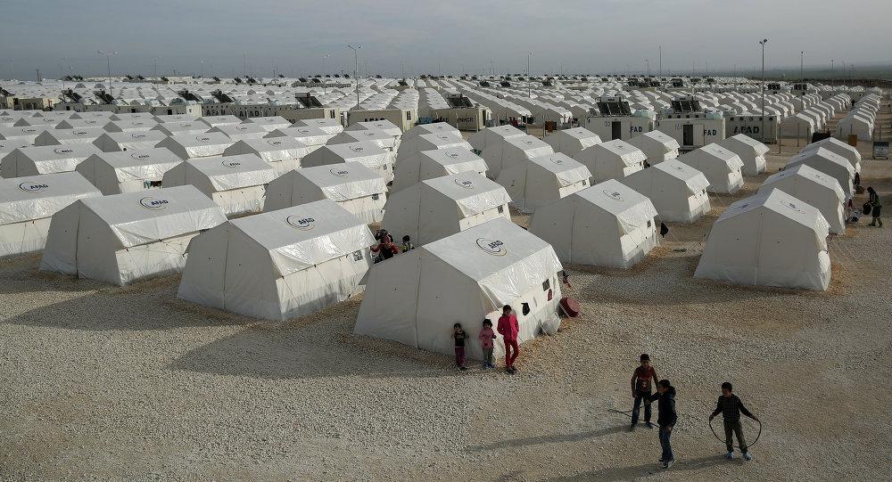 لاجؤون