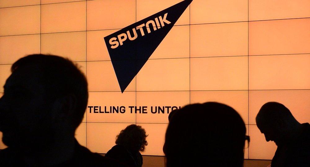 """بوتين يشيد بعمل """"RT"""" و """"سبوتنيك"""" ويرفع القبعة إحتراما"""