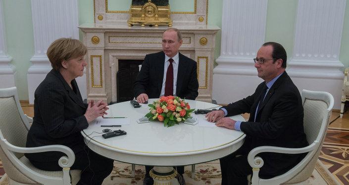 بوتين وهولاند وميركل