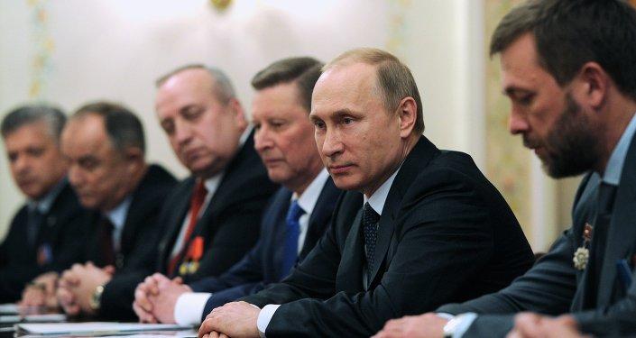 بوتين يلتقي مقاتلين قدامى