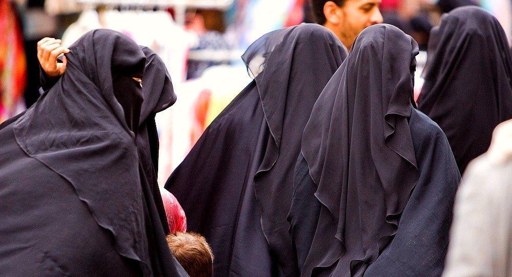 نساء منقبات