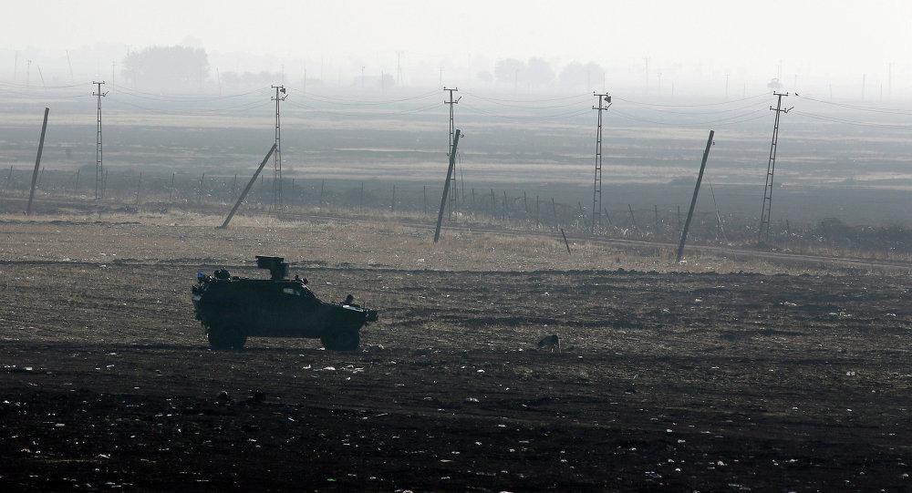 الجيش التركي على الحدود السورية التركية