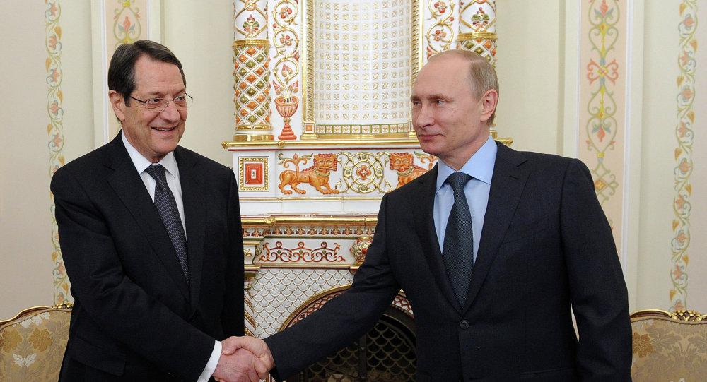الرئيس الروسي فلاديمير بوتين والرئيس القبرصي نيكوس اناستاسياد