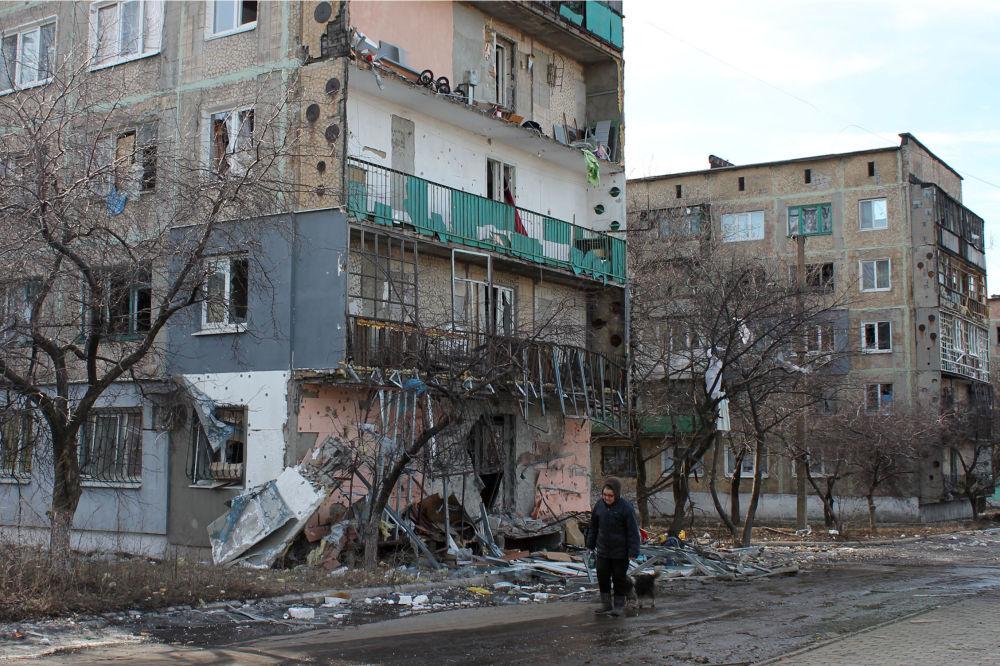 مبنى مدمّر  بعد الاشتباكات في بلدة ديبالتسيفو