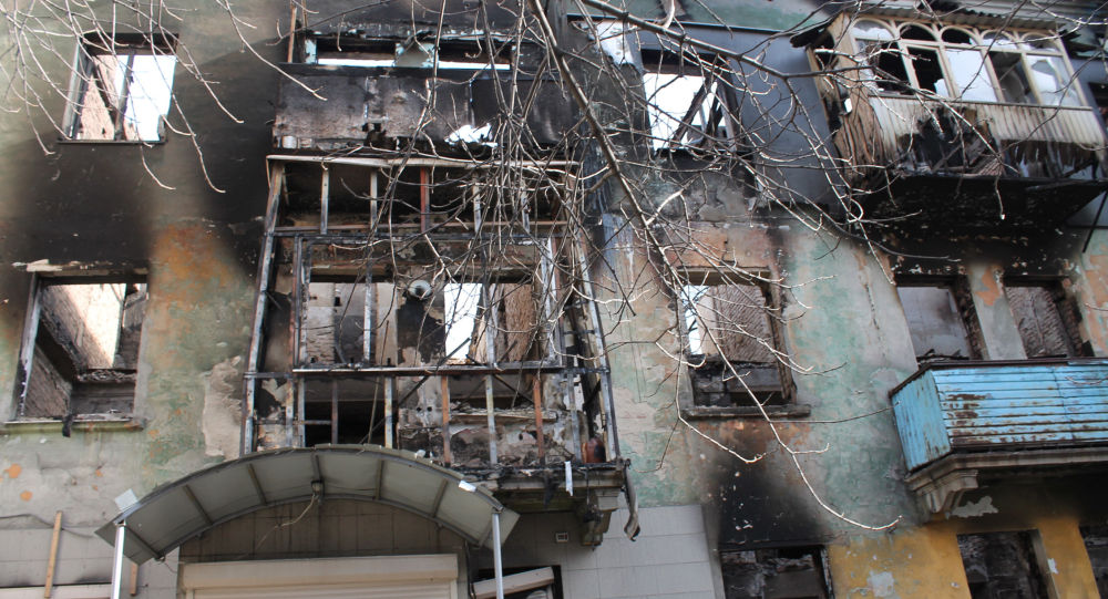 مبنى مدمر  بعد الاشتباكات في بلدة دبالتسيفو