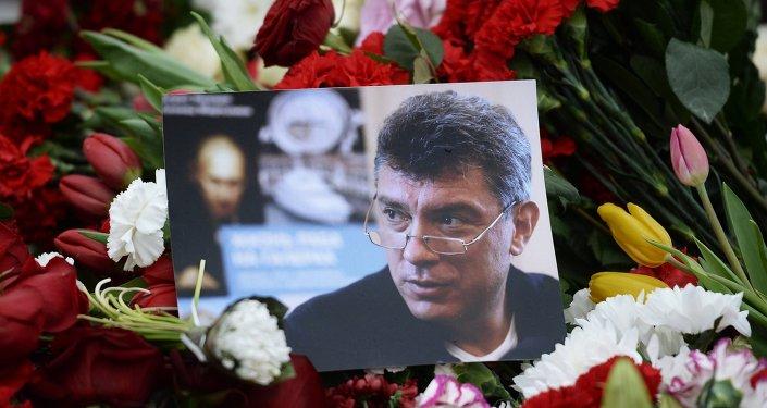الزهور في مكان قتل السياسي بوريس نيمتسوف
