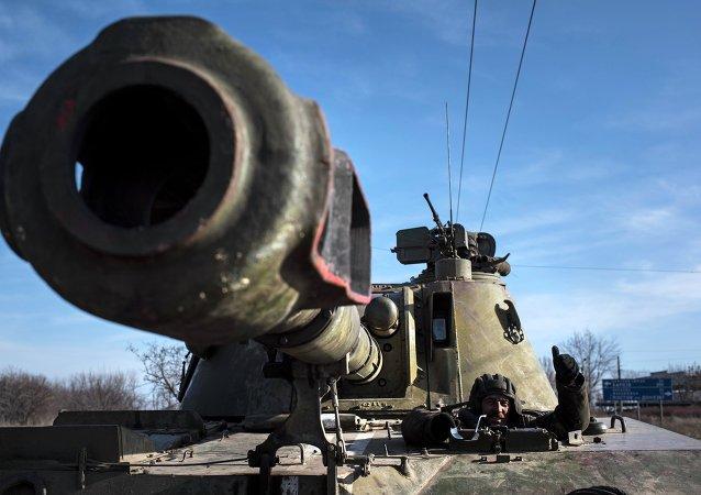 مدفع ذاتي الحركة تابع للجيش الأوكراني