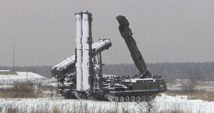 نموذج مصغر لمنظومة الدفاع الجوي أنتي 2500