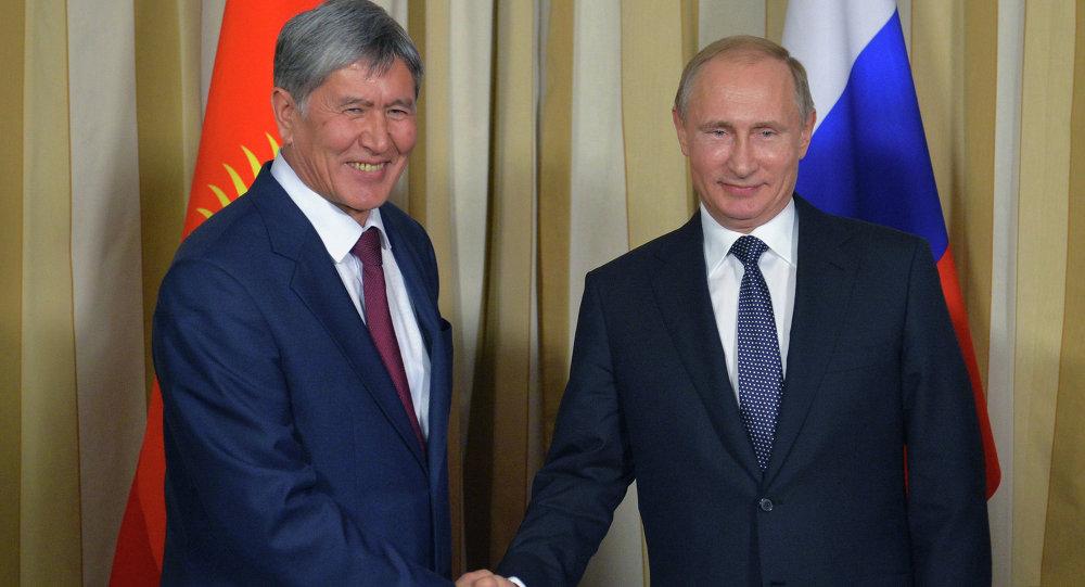 اللقاء بين الرئيسي الروسي فلاديمير بوتين ونظيره القرغيزي ألمازبيك أتامبايف