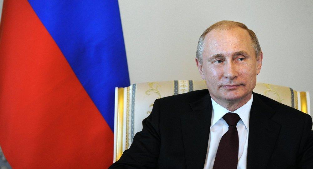 الرئيس الروسي فلاديمير بوتين يلتقي الرئيس القرغيزي أتامبايف في مدينة ستريلنا