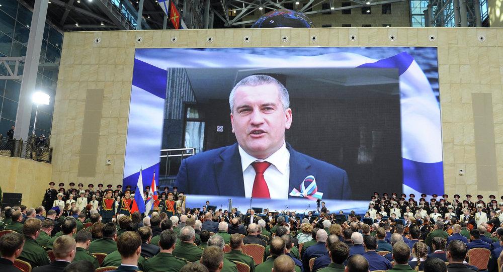 أكسيونوف خلال اجتماع احتفالي لمجلس جمهورية القرم