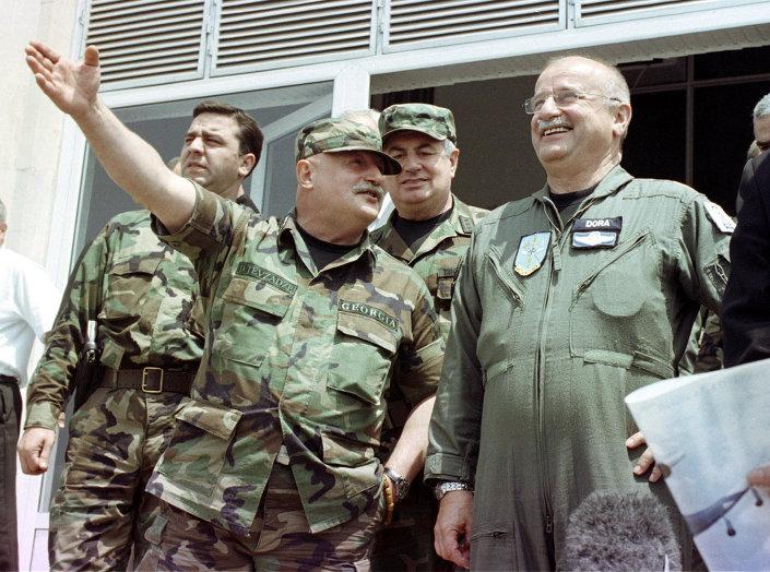 الناتو يجري مناورات عسكرية